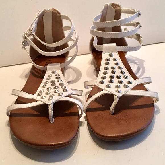 63e84327d85 Mudd Gladiator Studded Sandals. M 5c6a220c2e1478abc27344f9